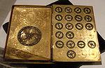Buku abad ke-16 berbentuk perancis mesin sandi, dengan lengan Henri II dari Perancis
